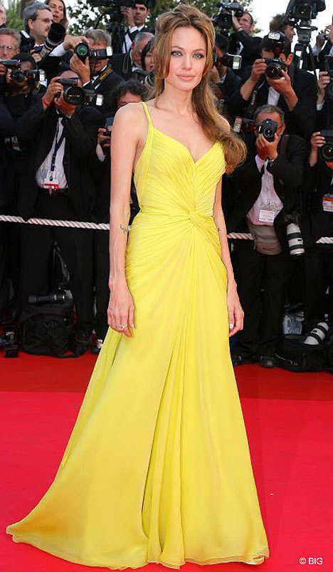 Registro de Razas - Página 4 Angelina-jolie-red-carpet-yellow-dress12
