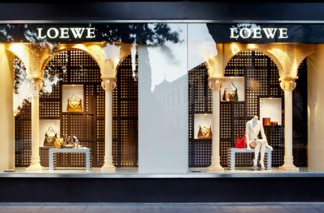 Escaparates que adoro:La Alhambra llega a Loewe