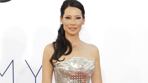 Lucy Liu, dos Versace en una misma noche