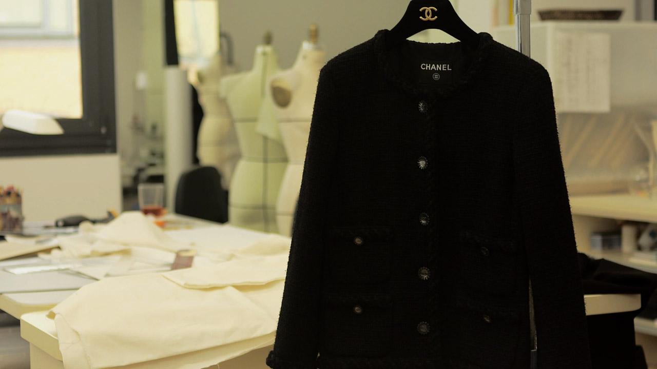 Cómo se hace una little black jacket de Chanel?