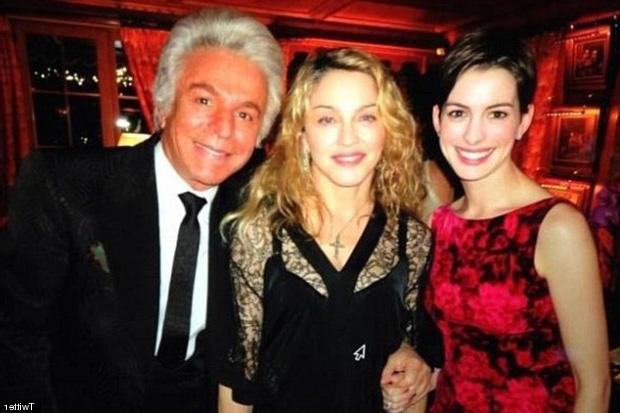 Madonna y Anne Hathaway, fin de año con Valentino