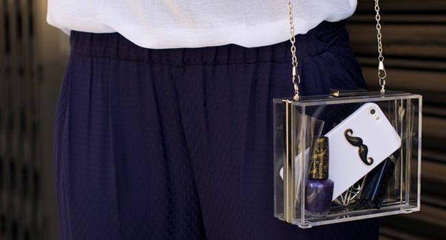 El clutch de vinilo: ¿Charlotte Olympia o Stradivarius?