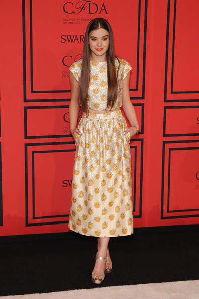2013+CFDA+FASHION+AWARDS+hailee+steinfeld+suno