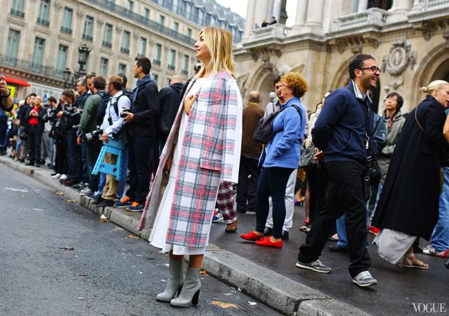 PFW-Street-style-nasiva-adilova-stella-mccartney-coat