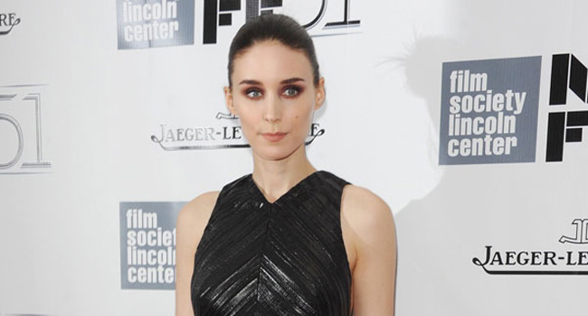 Vestido de Proenza Schouler: ¿Lauren Santo Domingo o Rooney Mara? (+ un Consigue el look al final)