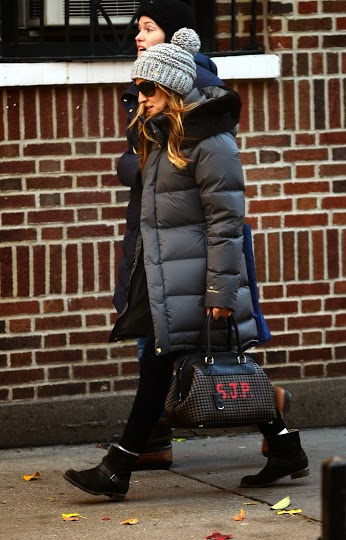 sarah-jessica-parker-carrying-fendi-adele-selleria-intrecciato-handbag-11-13-13-nyc