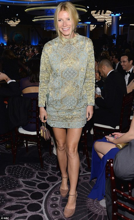 gwyneth-paltrow-alfomba-roja-globos-de-oro-valentino