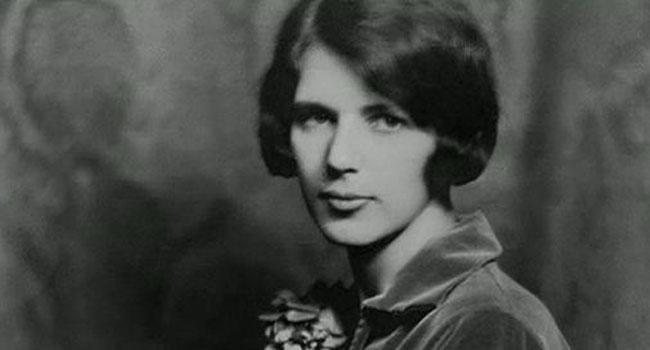 Conociendo a Lois Long, aka Lipstick, la primera crítica de moda