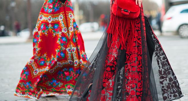 Falda con transparencias y bordados: ¿Veronika o Anya?