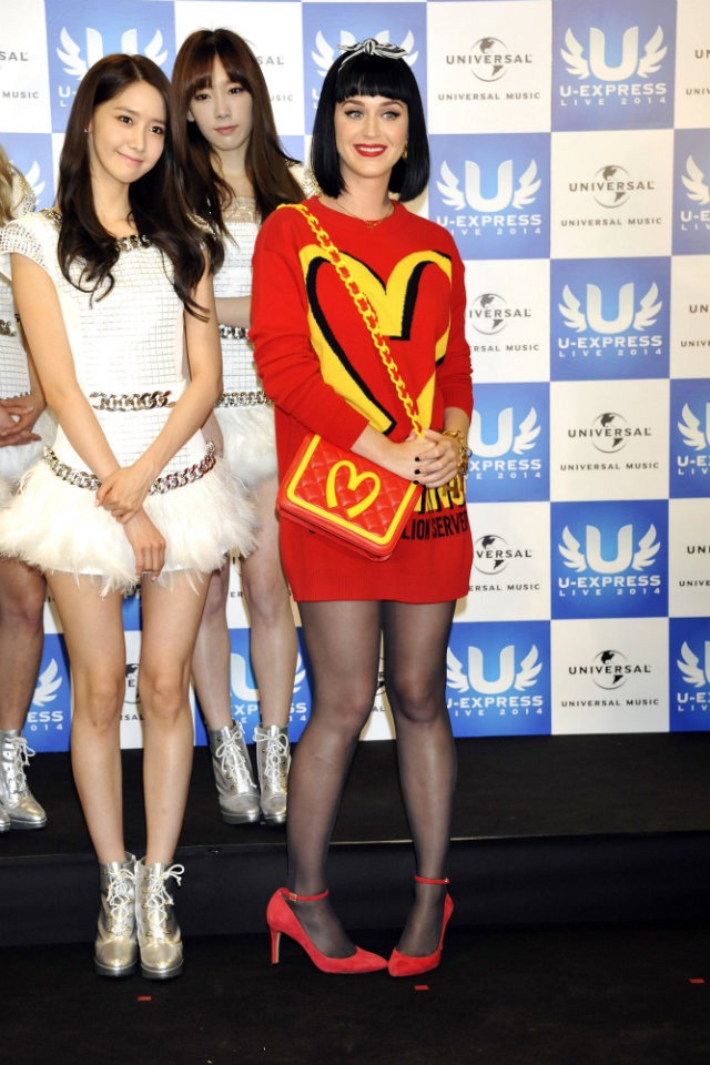 katy-perry-moschino-fashion-disaster-Japan-girls-generation