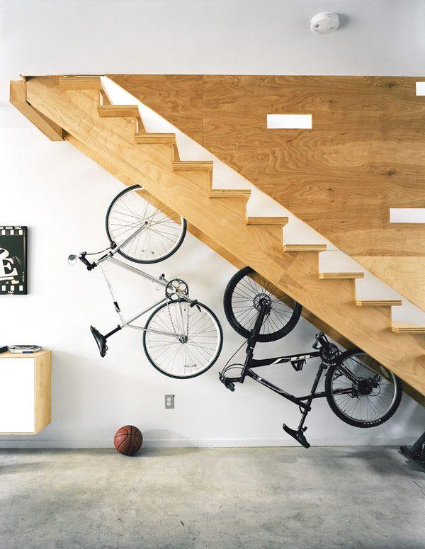 cómo decorar el hueco de las escaleras