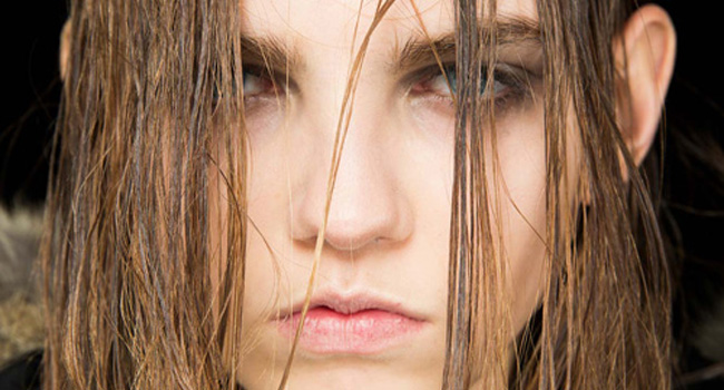 Ahora al pelo sucio le llaman «wet hair» #NYFW