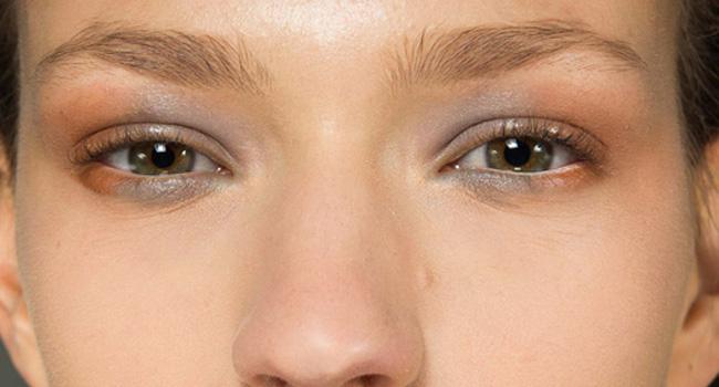 Los labios crackelados de Altuzarra y sus románticos smokey eyes #NYFW