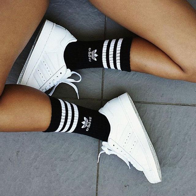 #OOTD: Vestido con sneakers, minibolso y bandana
