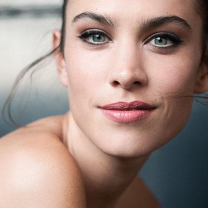 alexa-chung-beauty-look-met-gala