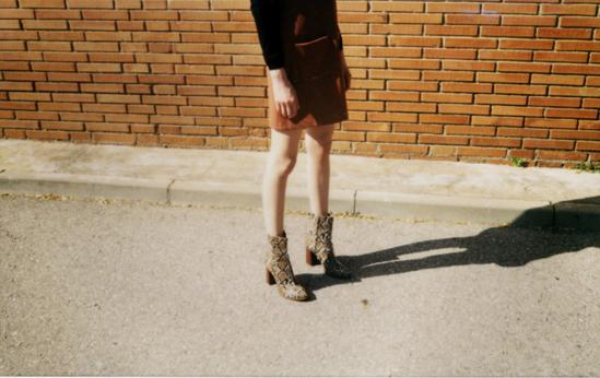 Imprescindibles de otoño: botines de estampado de serpiente