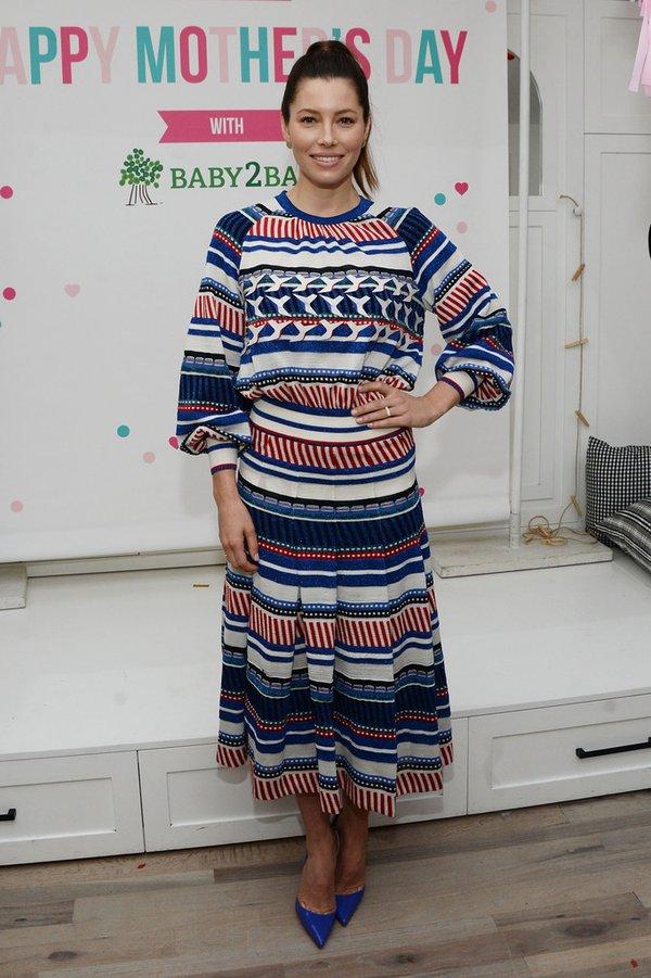 Jessica Biel de Chanel en el evento Baby2Baby