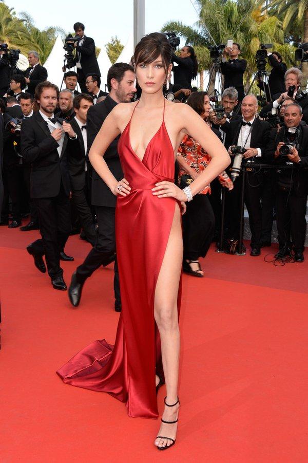 Bella Hadid de Alexandre Vahutier en la prèmiere de Unknown Girl en el Festival de Cine de Cannes