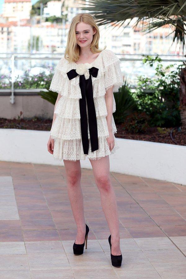 Elle Fanning de Chanel en el photocall de The Neon Demon en el Festival de Cine de Cannes