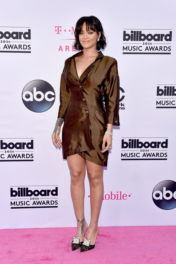 Rihanna de Thierry Mugler en la alfombra roja de los Billboards Music Awards
