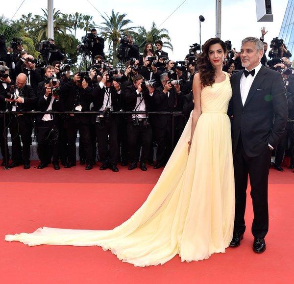 Amal Clooney de Atelier Versace en la prèmiere de Money Monster en el Festival de Cine de Cannes