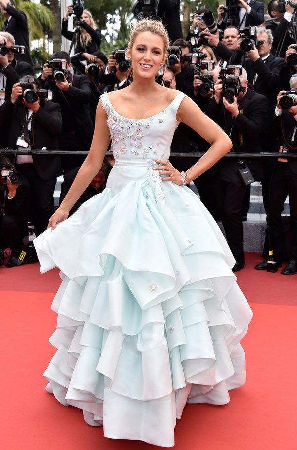 Blake Lively de Vivienne Westwood en la prèmiere de Slack Bay en el Festival de Cine de Cannes 2016