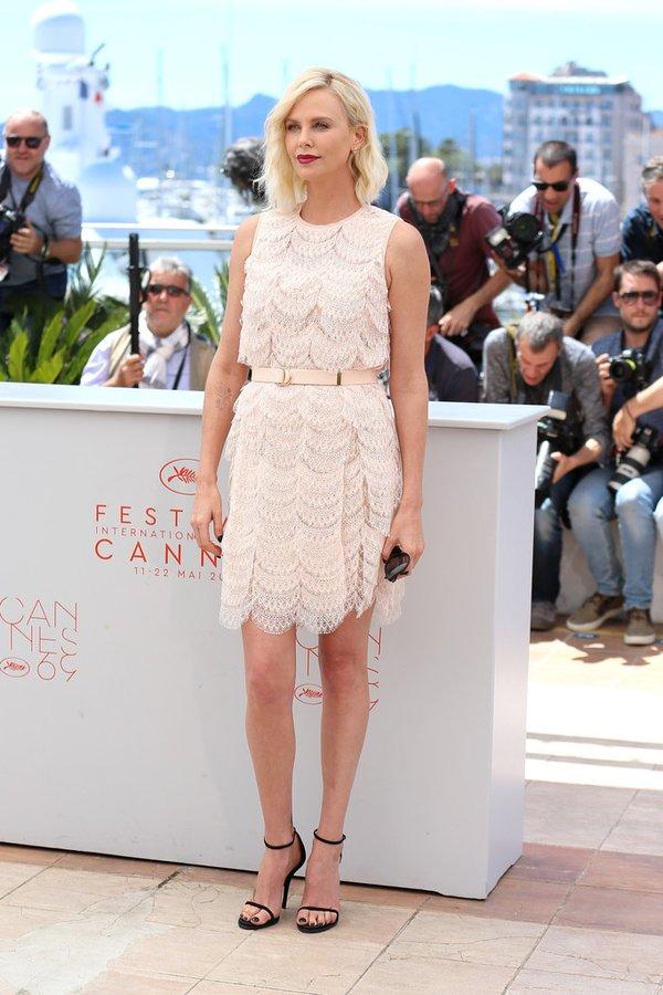 Charlize Theron de Givenchy en el photocall de The Last Face en el Festival de Cine de Cannes