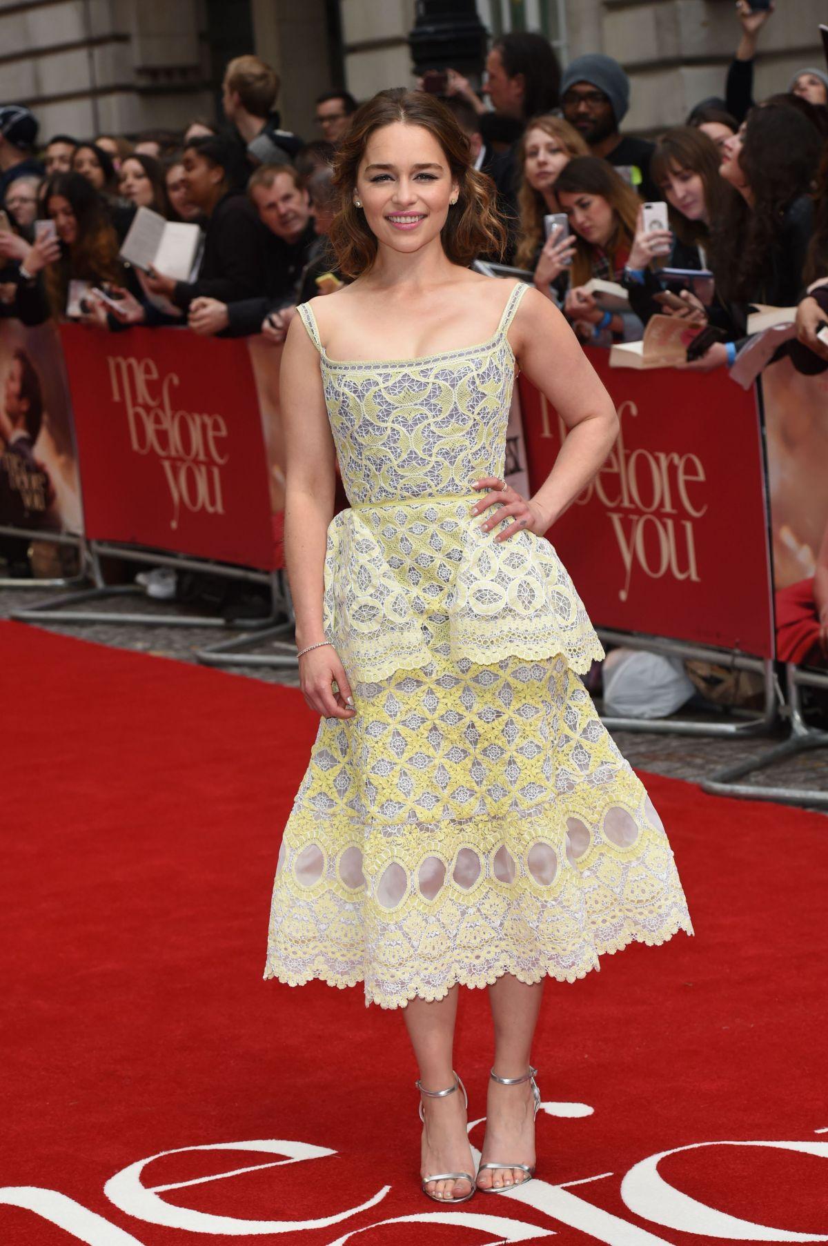 Emilia Clarke de Ulyana Sergeenko en la prèmiere de Me Before You en Londres