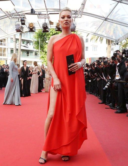 Kate Moss de Halston en la prèmiere de Loving Movie en el Festival de Cine de Cannes 2016