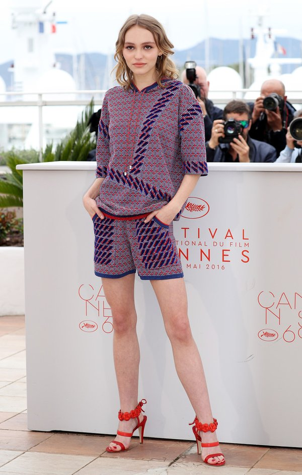 Lily-Rose Depp de Chanel en el photocall de The Dancer en el Festival de Cine de Cannes 2016