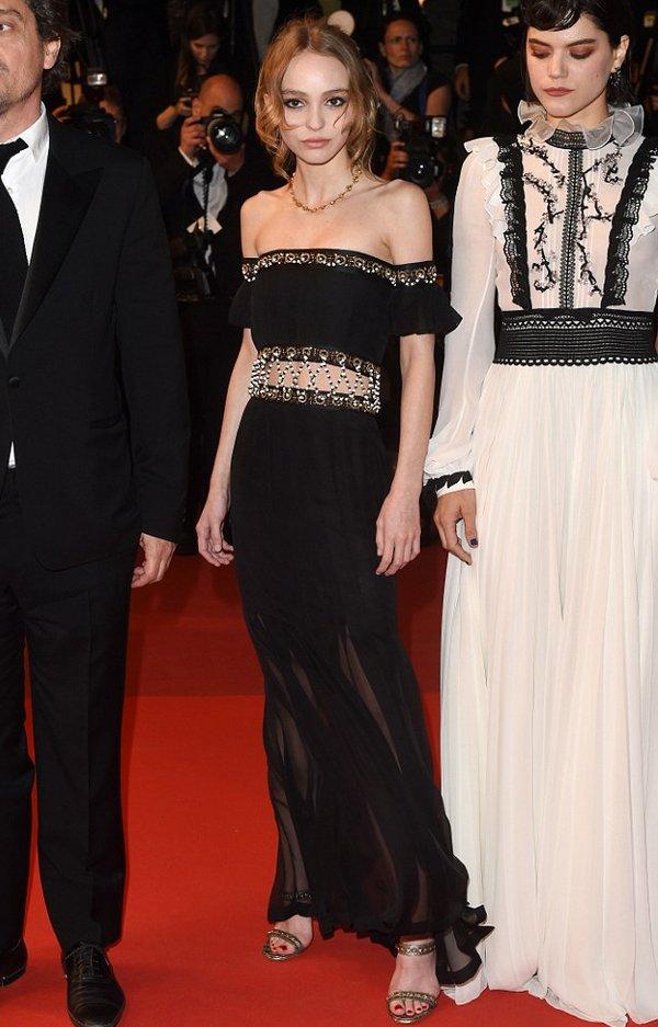 Lily-Rose Depp de Chanel en la prèmiere de The Dancer en el Festival de Cine de Cannes 2016