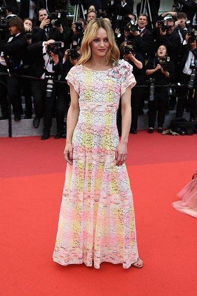 Vanessa Paradis de Chanel en la prèmiere de Cafe Society en el Festival de Cine de Cannes