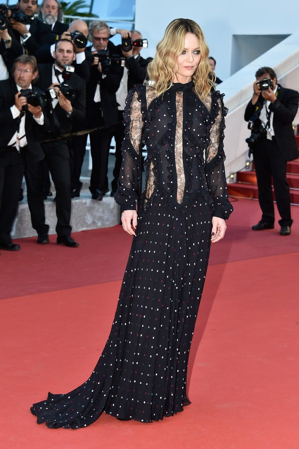 Vanessa Paradis de Elie Saab en la prèmiere de From the Land of the Moon en el Festival de Cine de Cannes 2016