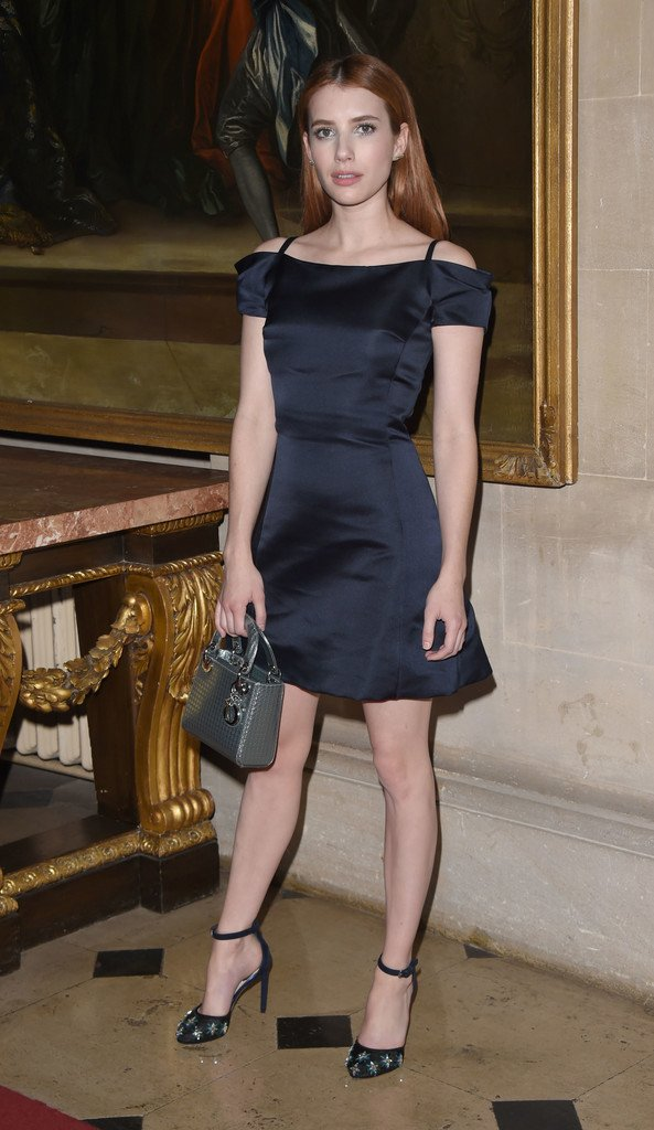 Emma Roberts de Dior en el desfile Crucero 2017 de Dior