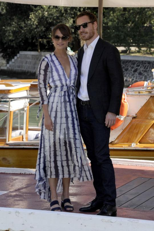 Alicia Vikander de Prabal Gurung y Louis Vuitton en el 73 Festival de Cine de Venecia