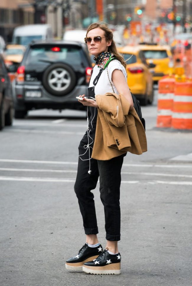 diane kruger stella mccartney flatforms zapatos street style peto vaquero