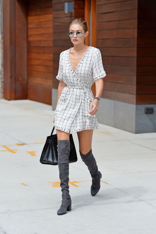#OOTD El wrap dress y las over-the-knee boots, por Gigi Hadid