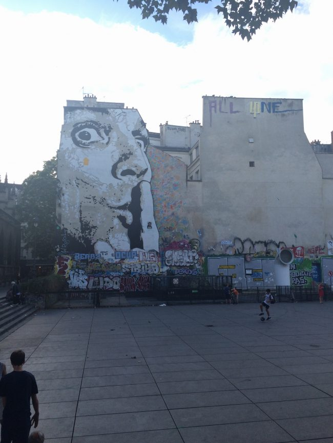 grafitti-salvador-dali-plaza-museo-pompidou-paris-be-trendy-my-friend