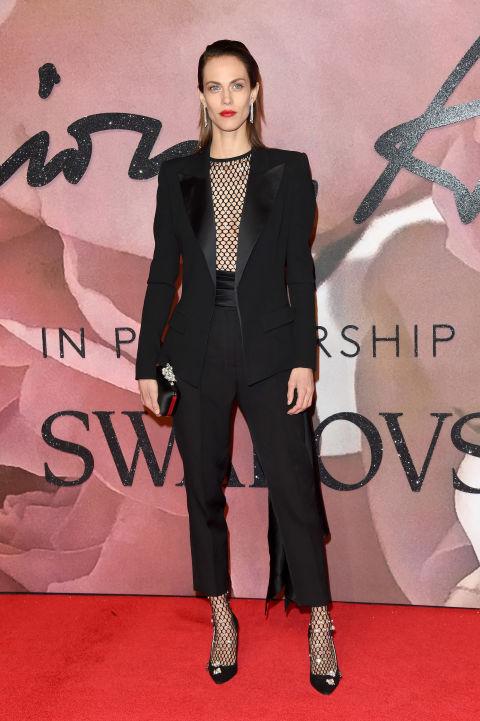aymeline-valade-traje-dos-piezas-rejilla-alexandre-vauthier-alfombra-roja-british-fashion-awards-2016