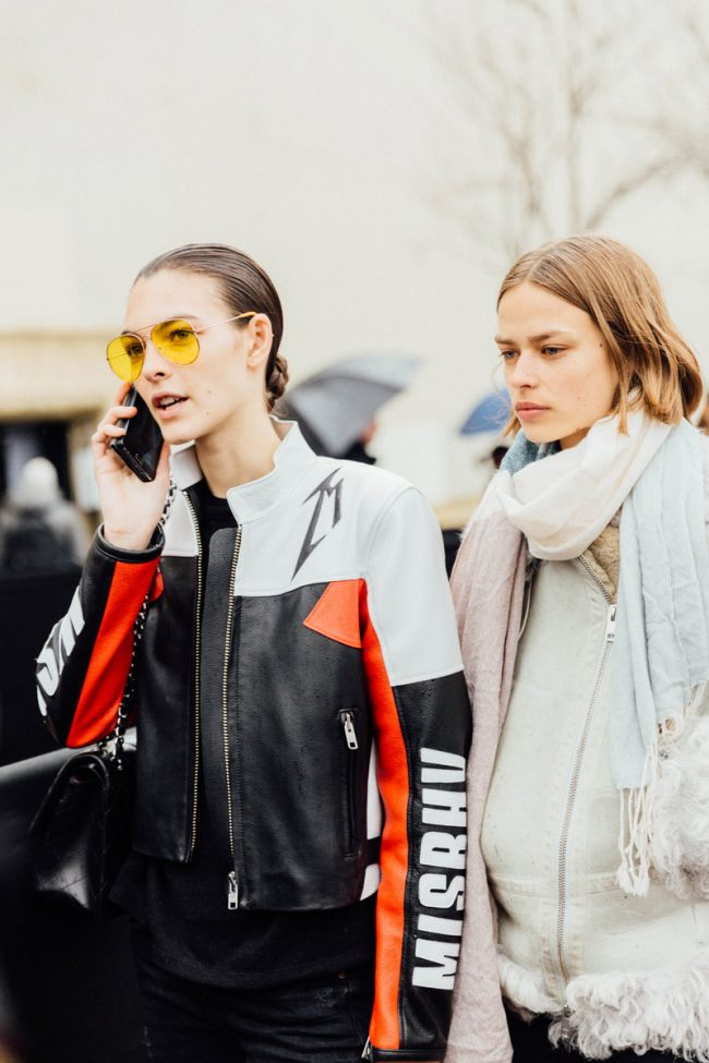 gafas de sol amarillas street style paris fashion week