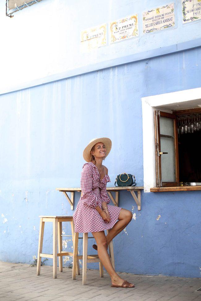 bartabac con las sandalias hermes oran y vestido estampado vichy Denia street style blog influencer