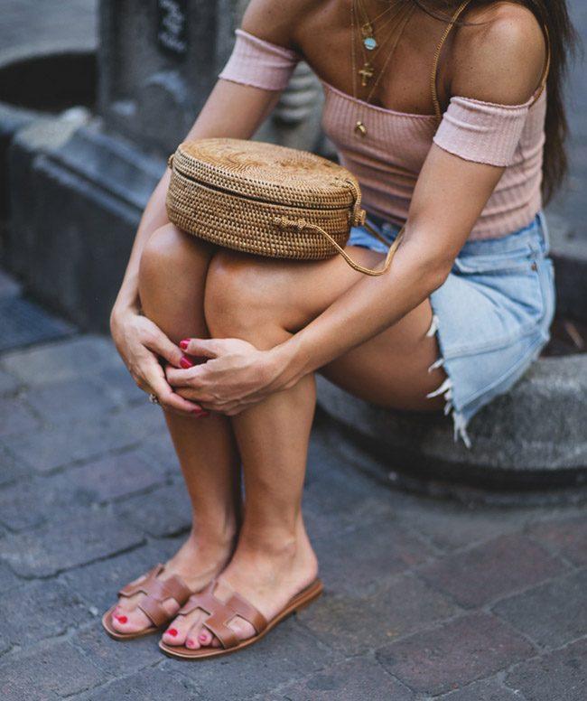 sandalias hermes oran bolso redondo bali street style paula ordovas my peep toes
