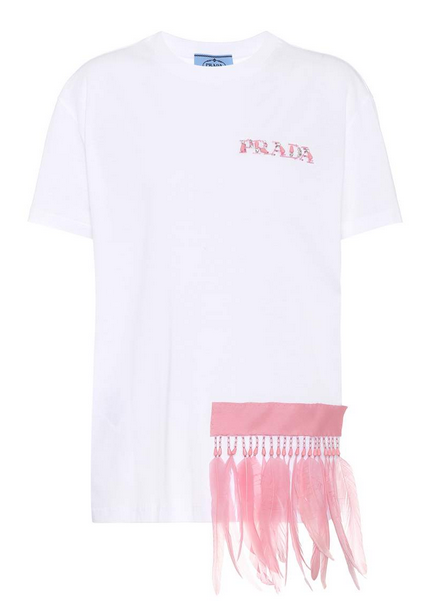 camiseta prada con plumas gigi hadid street style