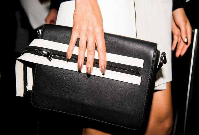 detalles backstage tom ford pv18 manicura fantasia purpurina nyfw