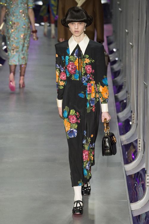 vestido flores gucci otoño invierno 2017 18 milan fashion week keira knightley
