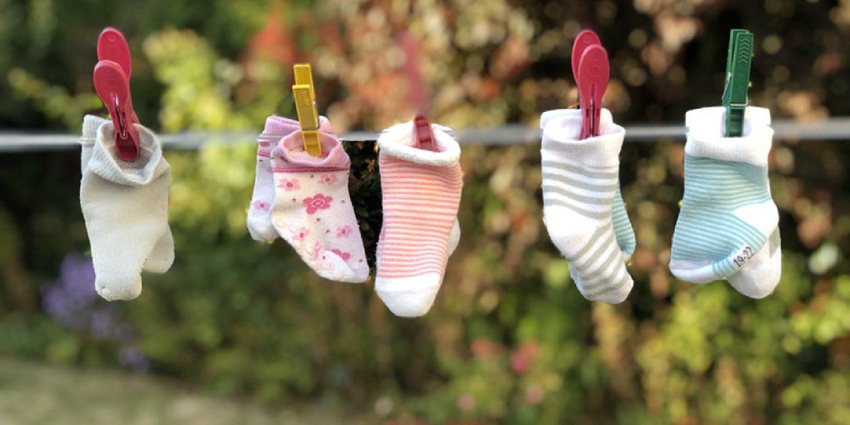 ¿Lavar o no lavar la ropa nueva de bebé? Esa es la cuestión.